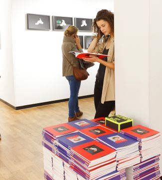 The Fotodoks catalogue 2015 was again free of charge for all visitors of the exhibition. (Photo: Christoph Mukherjee)